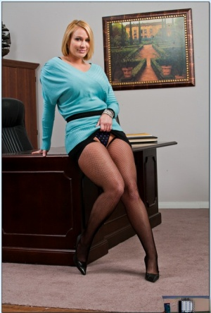 On sexy sitting legs hot milf fetish dress curvy porn Secretary Legs Porn And Hot Office Sex At Secretary Pics Com